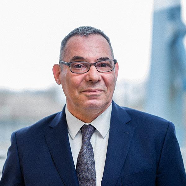 Portrait des Geschäftsführers Martin Brücher